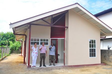 Zonder zorgen uw huis bouwen in Suriname met 'House in a Bag'