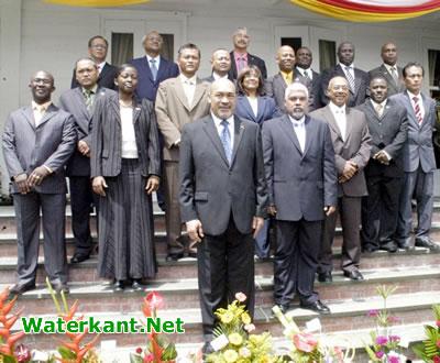 Nieuw regeerteam Suriname ingezworen en van start