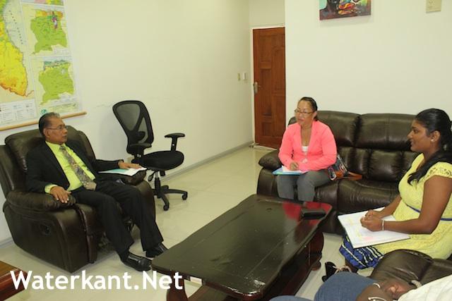 Nationaal Jeugd Parlement Suriname bij minister