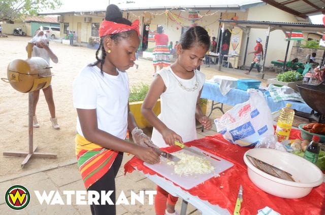 Scholen in Suriname vieren Srefidensi