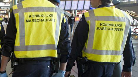 Marechaussee op Rotterdam The Hague Airport discrimineert