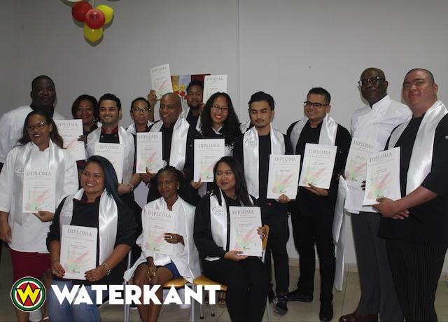 Nieuwe koks nemen diploma SHTTC in ontvangst