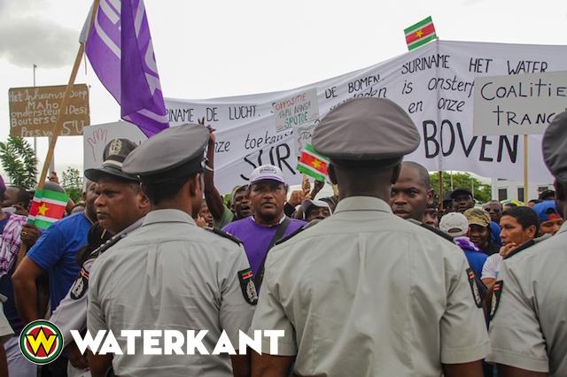bouterse-protest-3