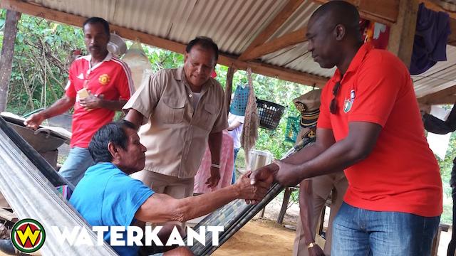 Minister Dikan bezoekt Inheems dorp Apetina Suriname