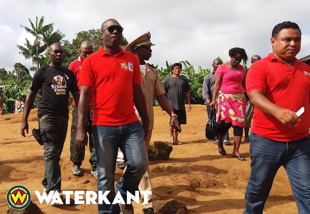 Team van ministers naar Tapanahonygebied