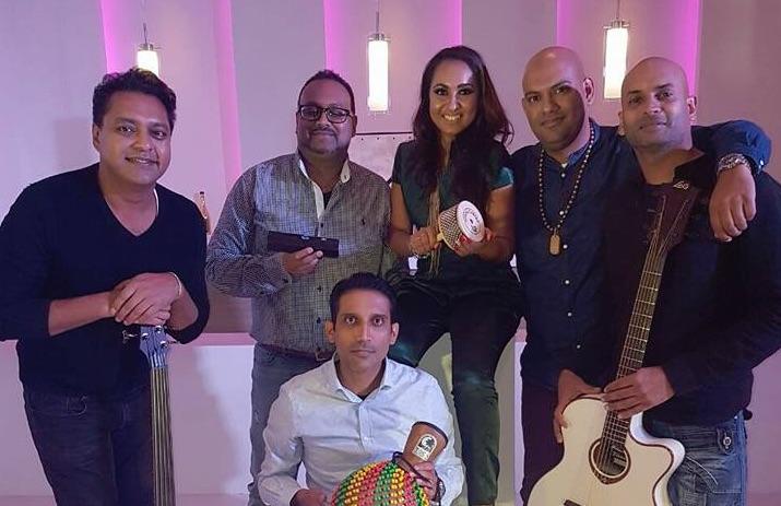 Nummer Nisha Madaran met Bollywood Unplugged