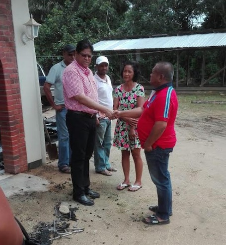 Jarige Santokhi helpt gedupeerden brand
