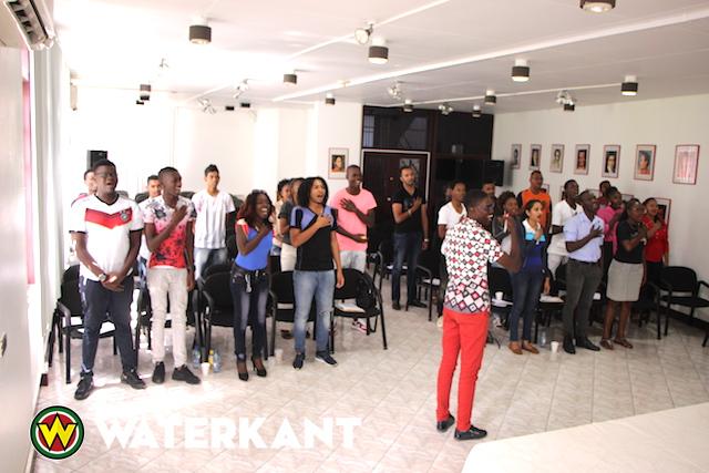 Training nieuwe jeugdparlementariërs in Suriname
