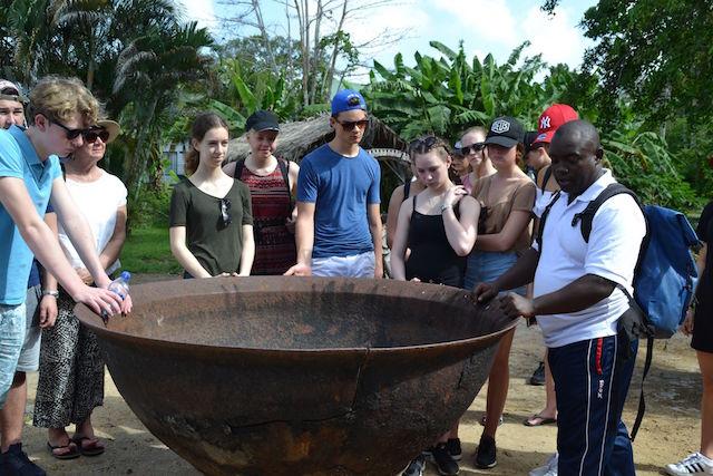 Nederlandse scholieren leren van Suriname