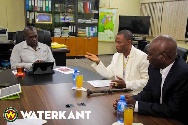 Stichting Kunjhe Akata op bezoek bij minister