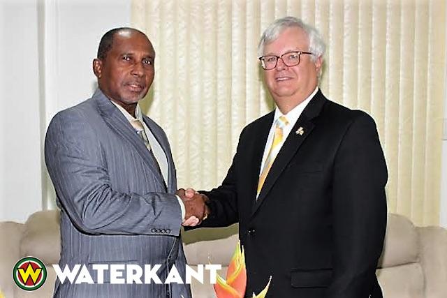 Amerikaanse ambassadeur Suriname bij minister Justitie