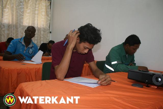 Examens voor lassers in Suriname