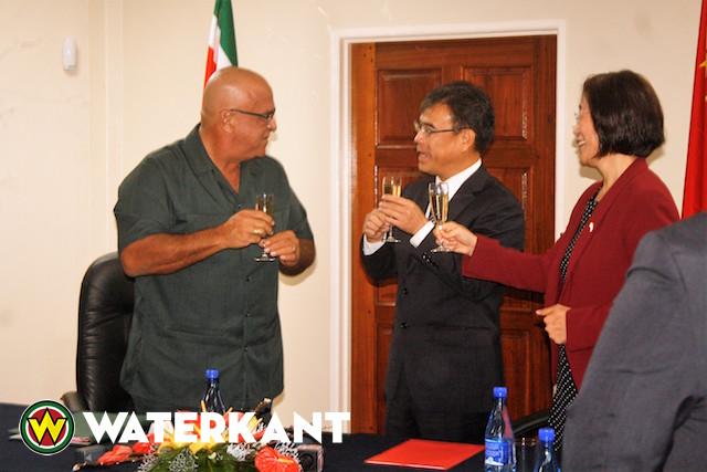 China schenkt 1.000 volkswoningen aan Suriname