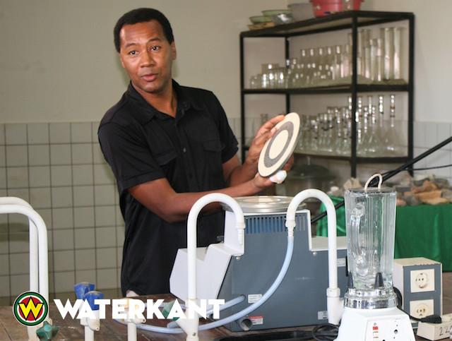 Donatie aan afdeling Delfstofproductie Universiteit van Suriname