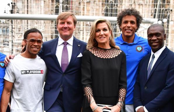 Koningspaar ontmoet (oud)-topvoetballers in Milaan