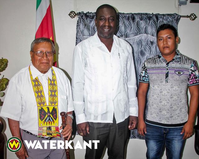 Stamhoofd Trio Inheemsen bij minister