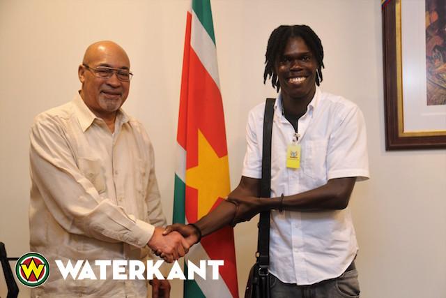 Topatleet Van Assen ontmoet president van Suriname