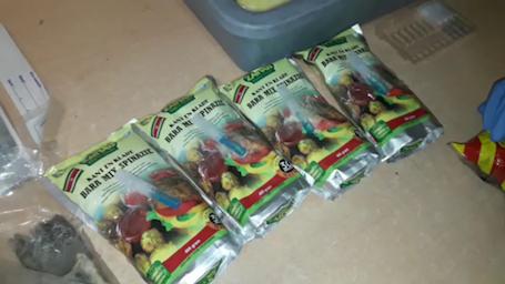 Vrouw aangehouden met 10 kilo cocaïne in etenswaar