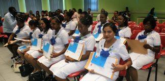 Nieuwe verpleegkundigen ingewijd in Suriname