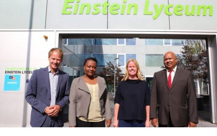 Bezoek uit Suriname aan Einstein Lyceum Hoogvliet
