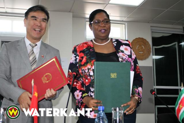 China schenkt 15 miljoen voor volkswoningen in Suriname