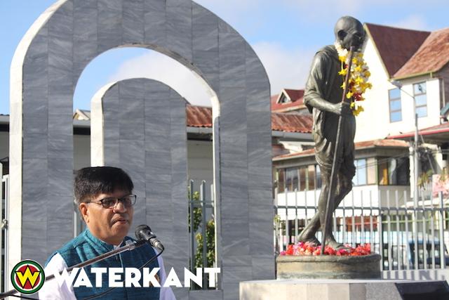 Herdenkingsceremonie Mahatma Gandhi in Suriname