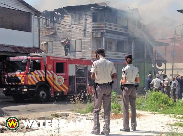 Oorzaak brand houten pand nog onbekend