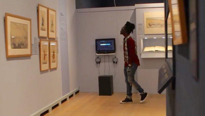 Kenny B bezoekt tentoonstelling over Afrikaanse bedienden