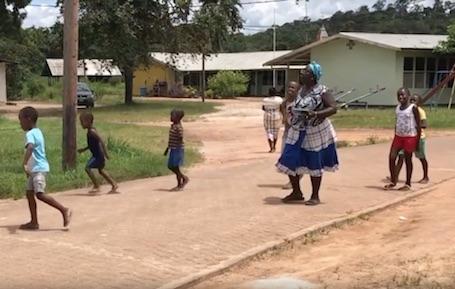 Voorlees project 'Leisi Fu Sabi' in Suriname