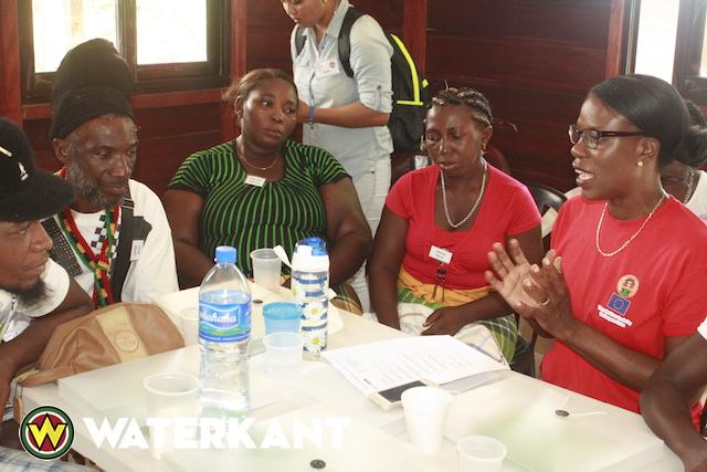 Informatiedag over projecten gericht op vrouwen in Atjoni