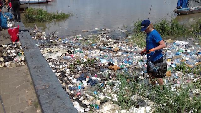 Tweede schoonmaak actie van de Waterkant in Suriname