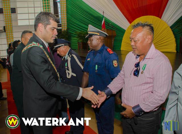 Lintjesregen i.v.m. viering onafhankelijkheid Suriname