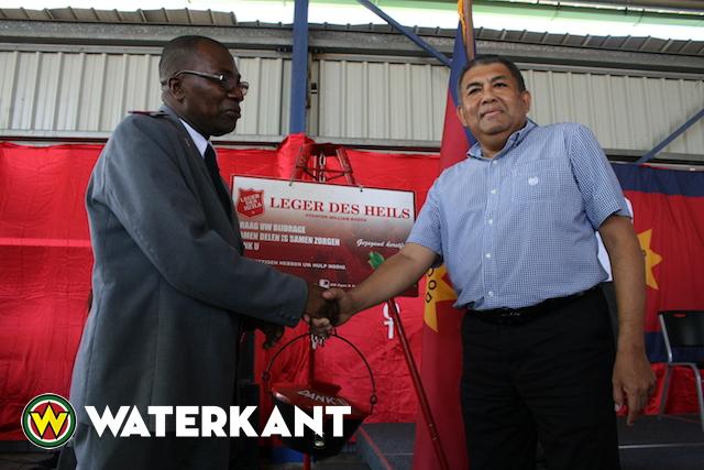 Kerstpottenactie Leger des Heils van start in Suriname