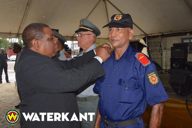 140 brandweerlieden in Suriname bevorderd