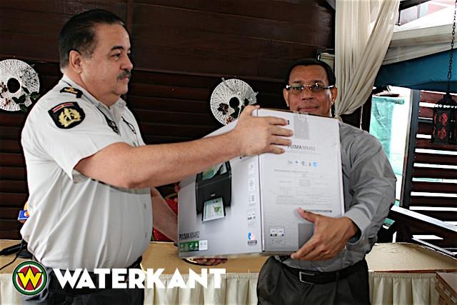 Bedrijfsleven schenkt apparatuur aan Korps Politie Suriname