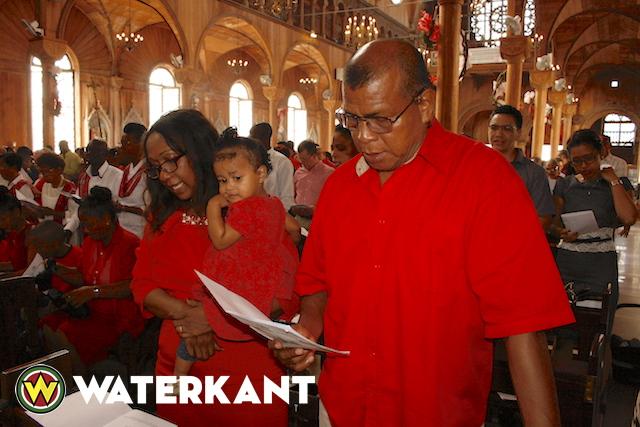 Kerstviering in Kathedrale Basiliek van Sint Petrus en Paulus Suriname
