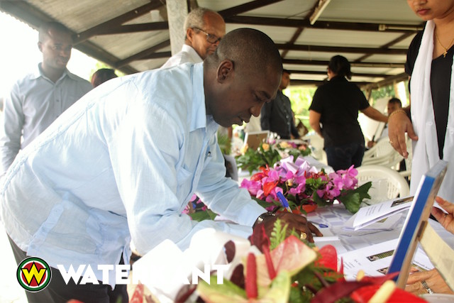 Minister bij afscheid meesterviolist Herman Pontjopawiro in Suriname