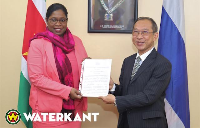 Thaise ambassadeur in Suriname biedt geloofsbrieven aan