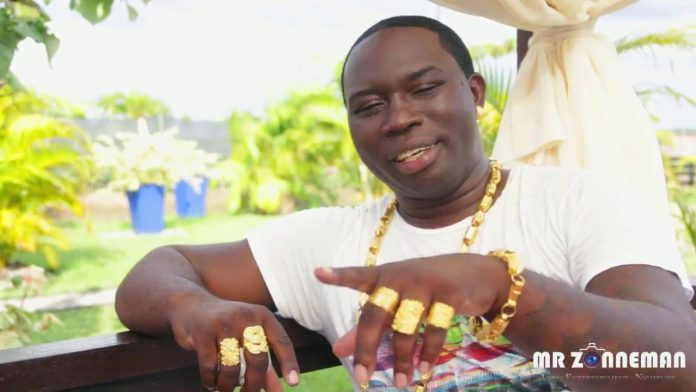 'Mony Hond Bordo' wil de Surinaamse politiek in