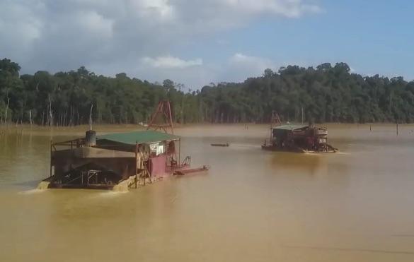 Parlementariër wil duidelijkheid over scalians op stuwmeer