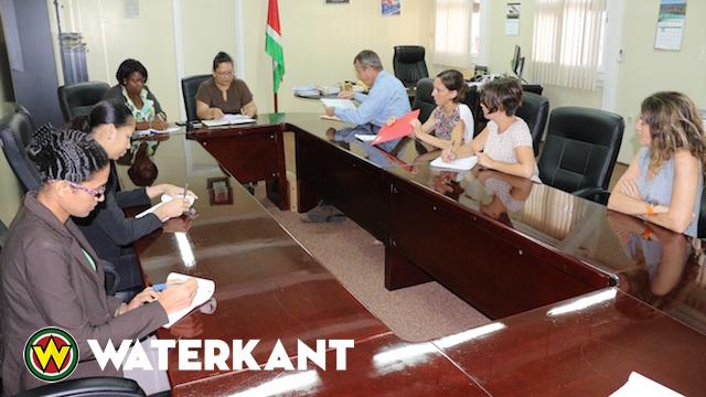 Delegatie Frans-Guyana bezoekt Volksgezondheid in Suriname