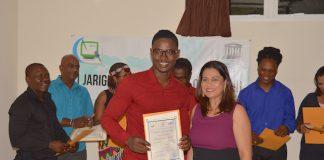 Uitreiking cerificaten door St. Bevordering Journalistiek in Suriname