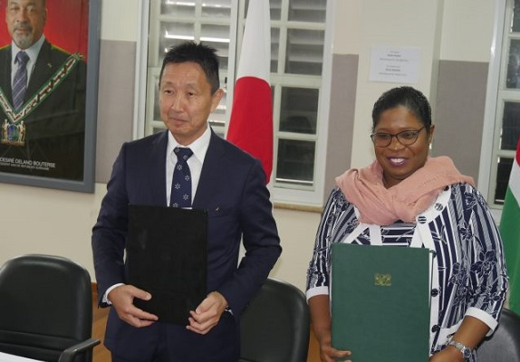 Japan schenkt NCCR Suriname 1.8 miljoen US$ aan goederen
