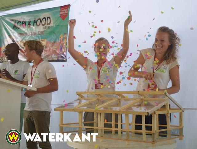 Nederlandse studenten TU Delft verkopen kas in Suriname