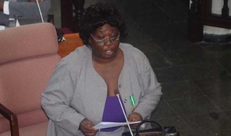 Parlementariër komt op voor studerende Coroniaanse leerkrachten