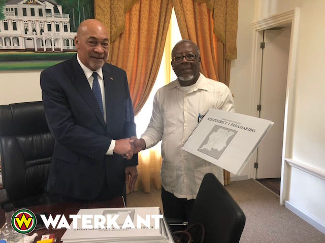 Boek over verkiezingsuitslag voor president Suriname