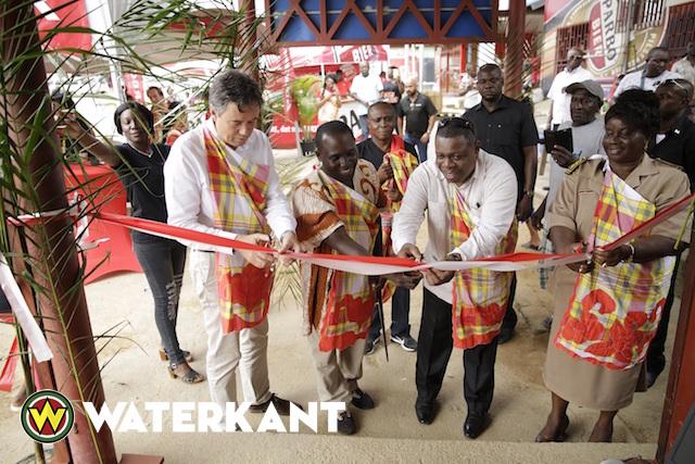 Surinaamse Brouwerij opent outlet te Atjoni