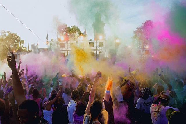 Weer groot Phagwa Festival bij Onafhankelijkheidsplein Suriname
