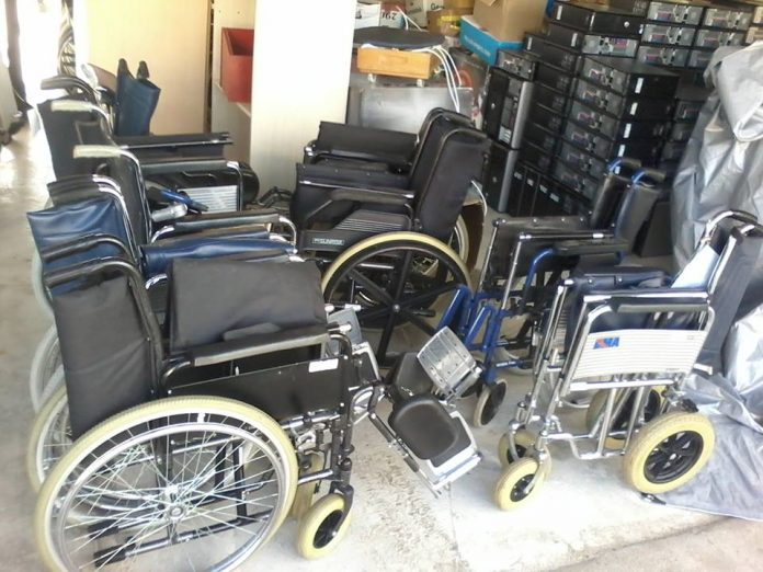 Stichting zendt meer dan 500 rolstoelen naar Suriname