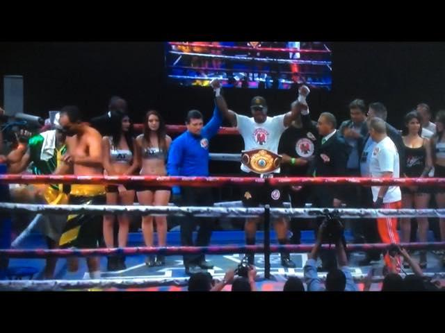 Tyrone Spong verovert zwaargewicht titel in Mexico
